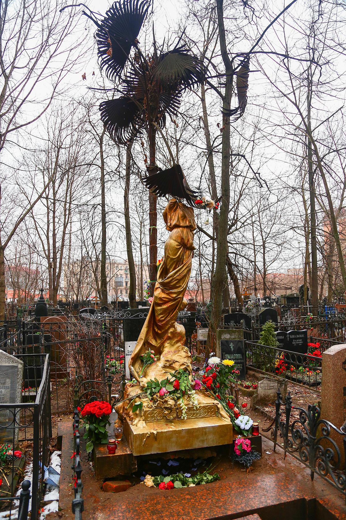 Памятник абдулову на ваганьковском кладбище фото белгород памятник гранит науки