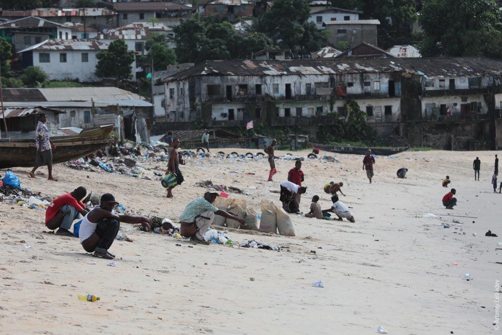 Белые с неграми на пляже