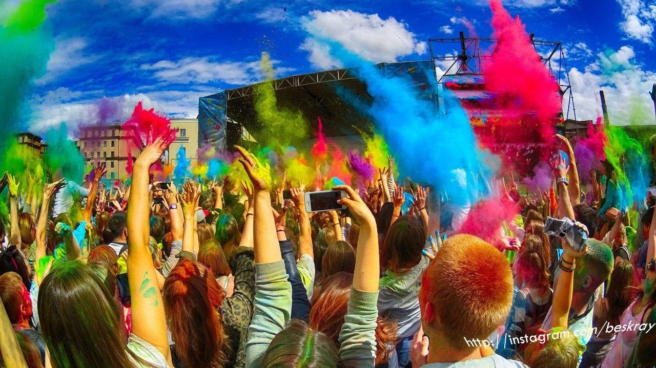 Секс на фестивале красок
