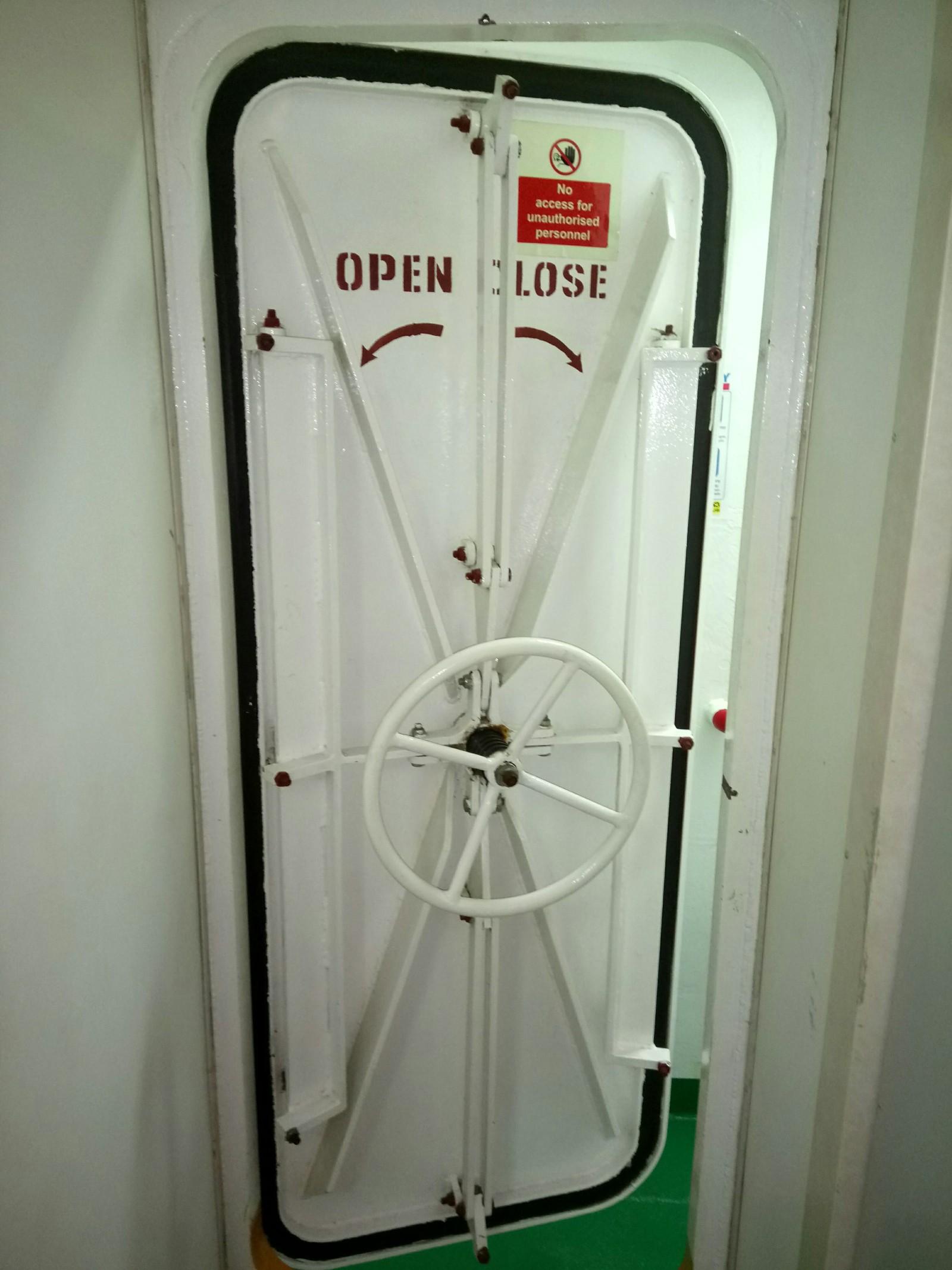 водонепроницаемые судовые двери