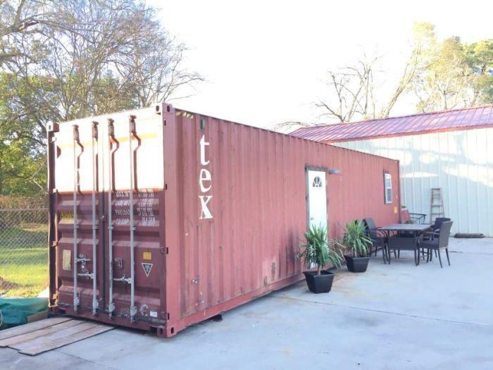 Дом из контейнера: советы по строительству дома из морских контейнеров