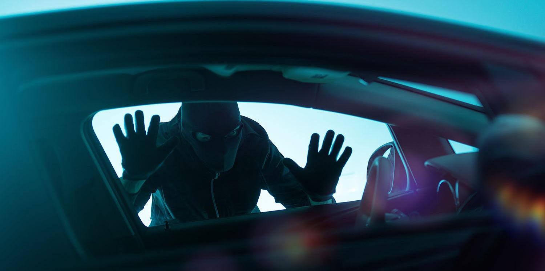 Увидела член в машине и повелась на него