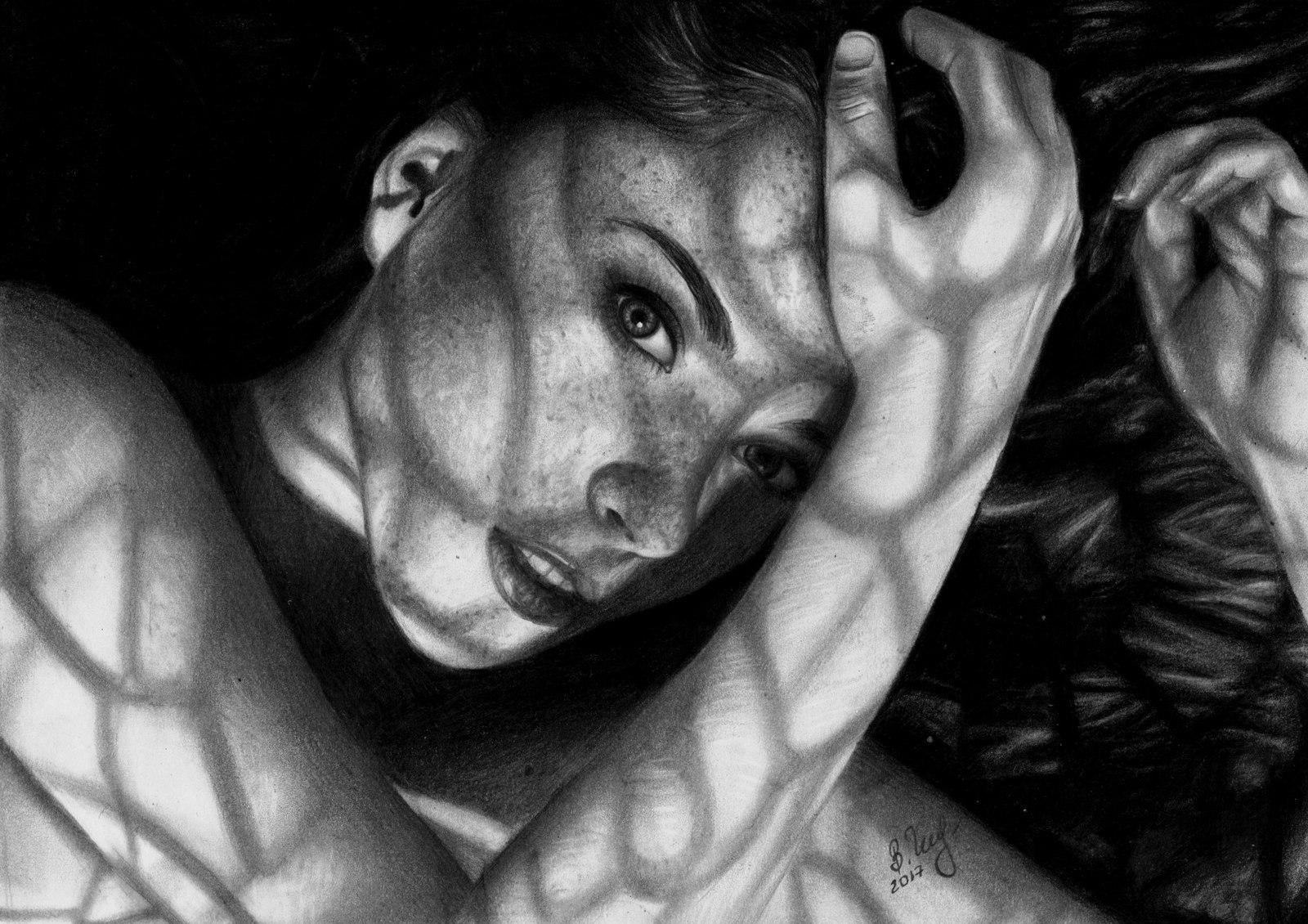 Портреты сексуальных девушек карандашом