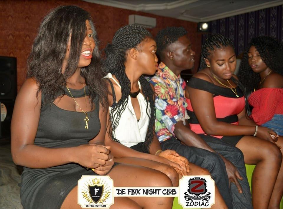 Африканский ночной клуб ебут в жопу в ночном клубе