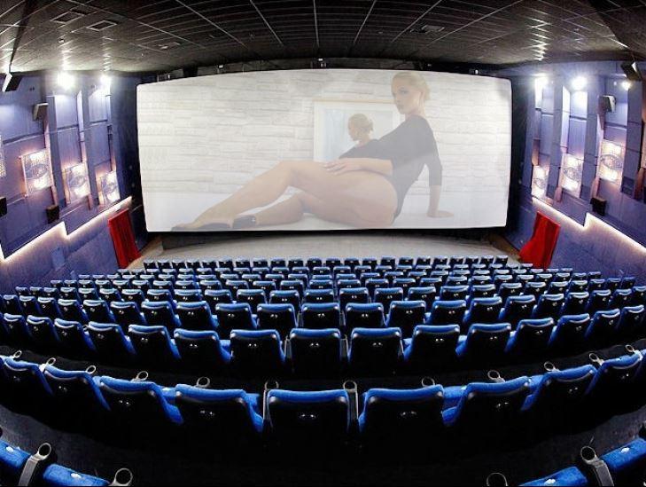 Порно кинотеатр москва, пришла показать дом а ее оттрахали
