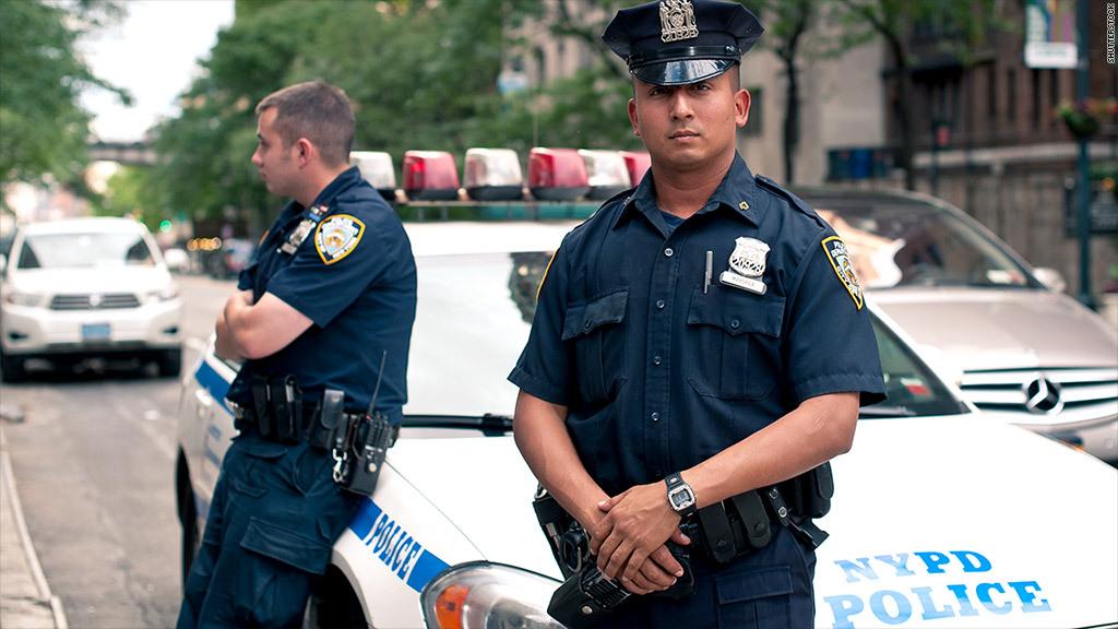 когда уходят на пенсию полицейские