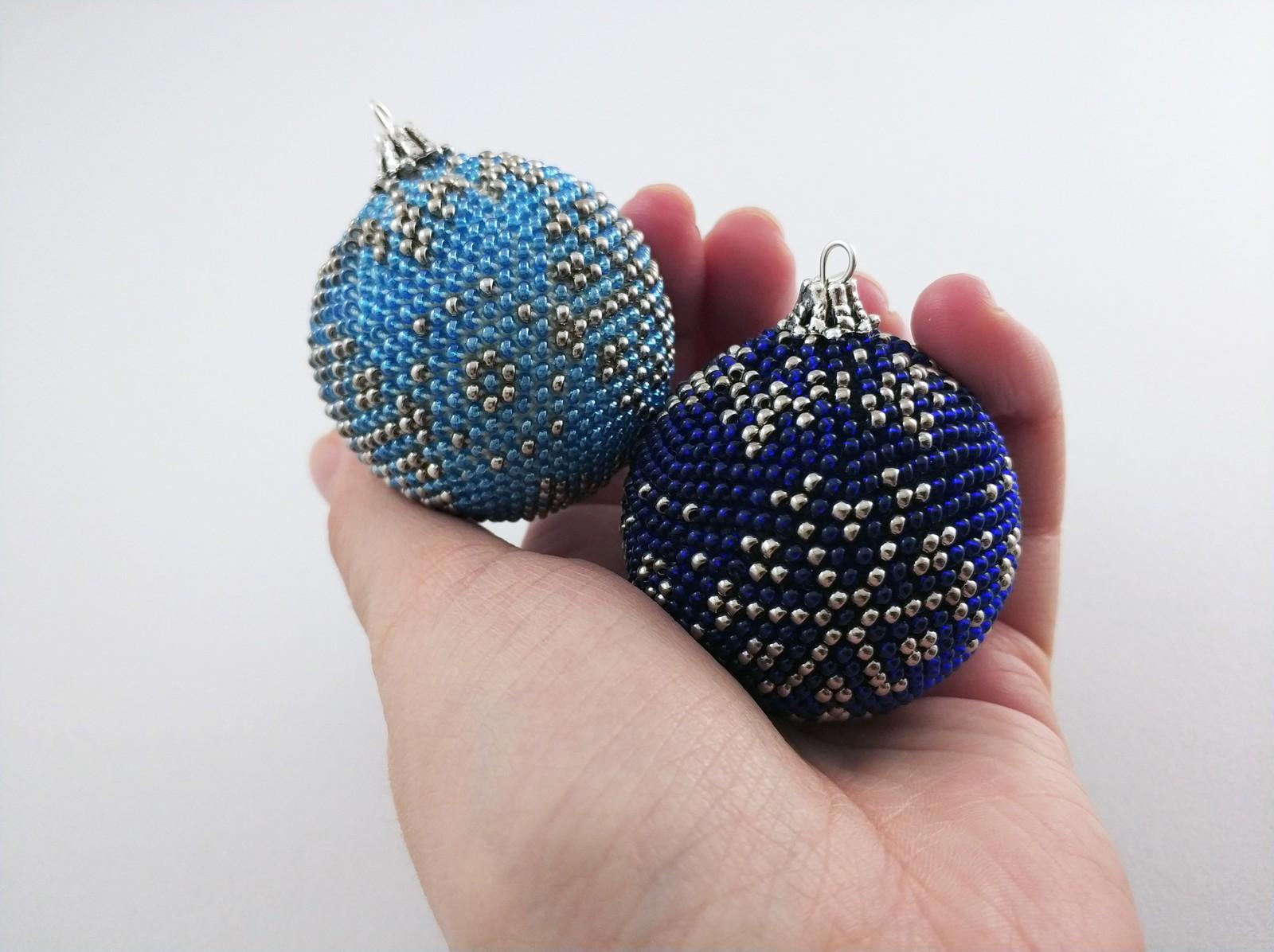 Как сделать новогодний шарик из бисера