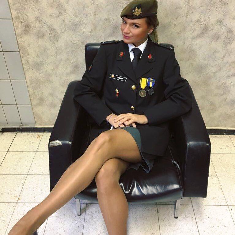 devushki-v-voennoy-uniforme-uniforme-kartinki