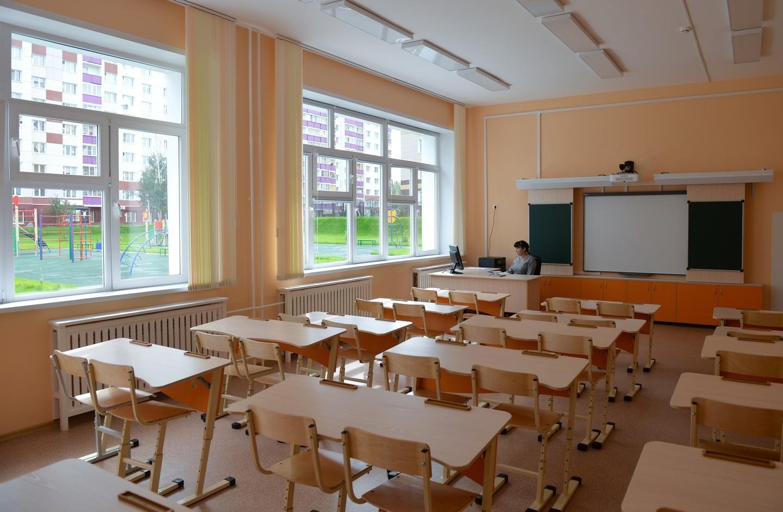 Ученик износилывал свою учительницу пряма вклассе бес ее согласия