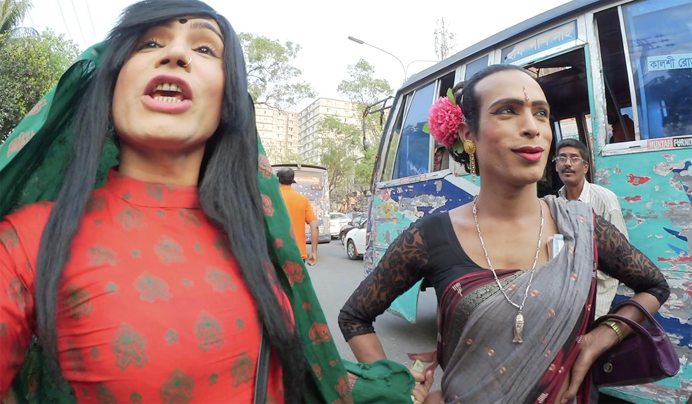 foto-indiyskih-transvestitov-devka-delaet-klizmu