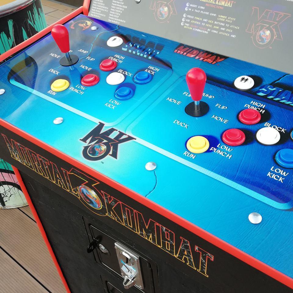 Игровые автоматы mortal kombat купить кувалда игровой автомат