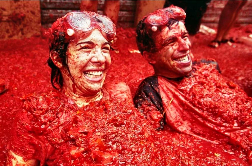 В Испании началась массовая битва помидорами! В Испании началась ...