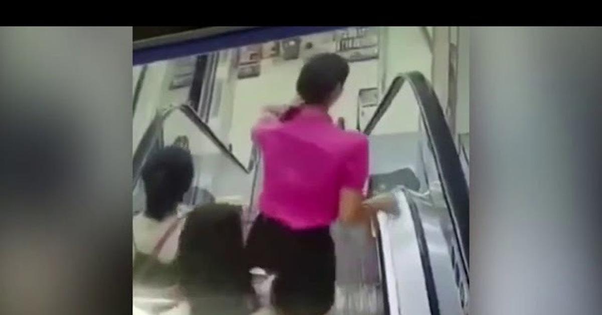 В самара женщину засосал эскалатор видео