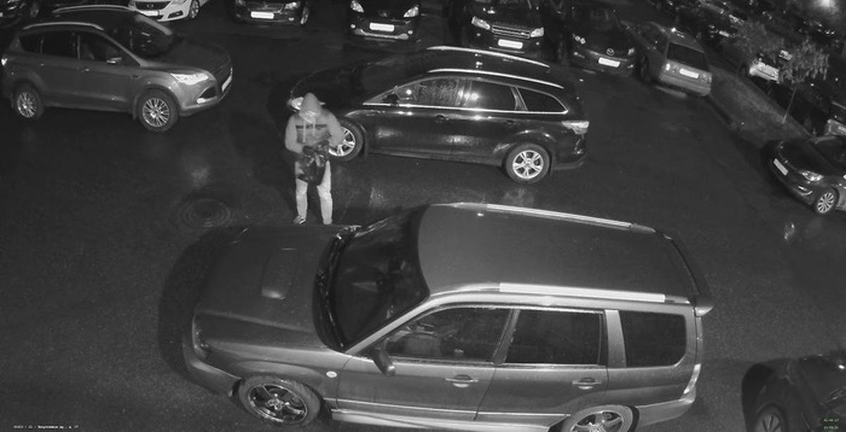 Видеозапись ебут на капоте машины